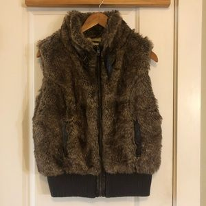 5/$25 SALE HERITAGE 1981 Faux Fur Vest Large